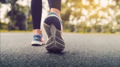 صورة سيهات..سيدة تقطع مسافة 20 كم مشي من دون توقف خلال 5 ساعات