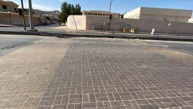 صورة يا بلدية سيهات… تشجير شارع الملك عبدالعزيز.. يقطع التواصل بين «قرطبة» و«الخصاب»