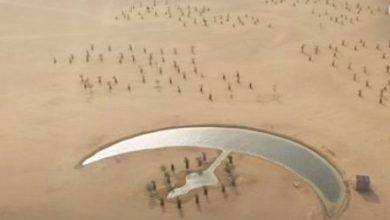 صورة اكتشاف بحيرة على شكل هلال بصحراء «دبي»