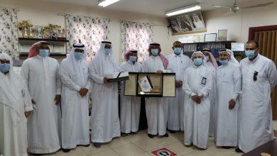 صورة مدرسة الحسين بن علي الابتدائية… تكرم قائدها أ.حسين الصيرفي