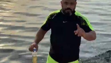 صورة بحر سيهات… مياه ملوثة.. ورائحة كريهة.. وشباك خاوية
